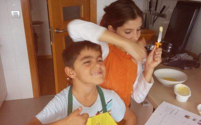 Los niños preparan la cena